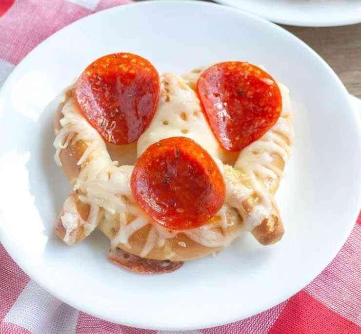 Pepperoni pizza pretzel